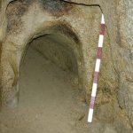 Avant le sondage de désobstruction, on voit le remblais qui a bouché volontairemen le souterrain.
